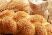 Диетологи не призывают полностью исключить белый хлеб из рациона