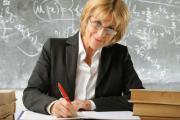 С сентября учителям повысят зарплату
